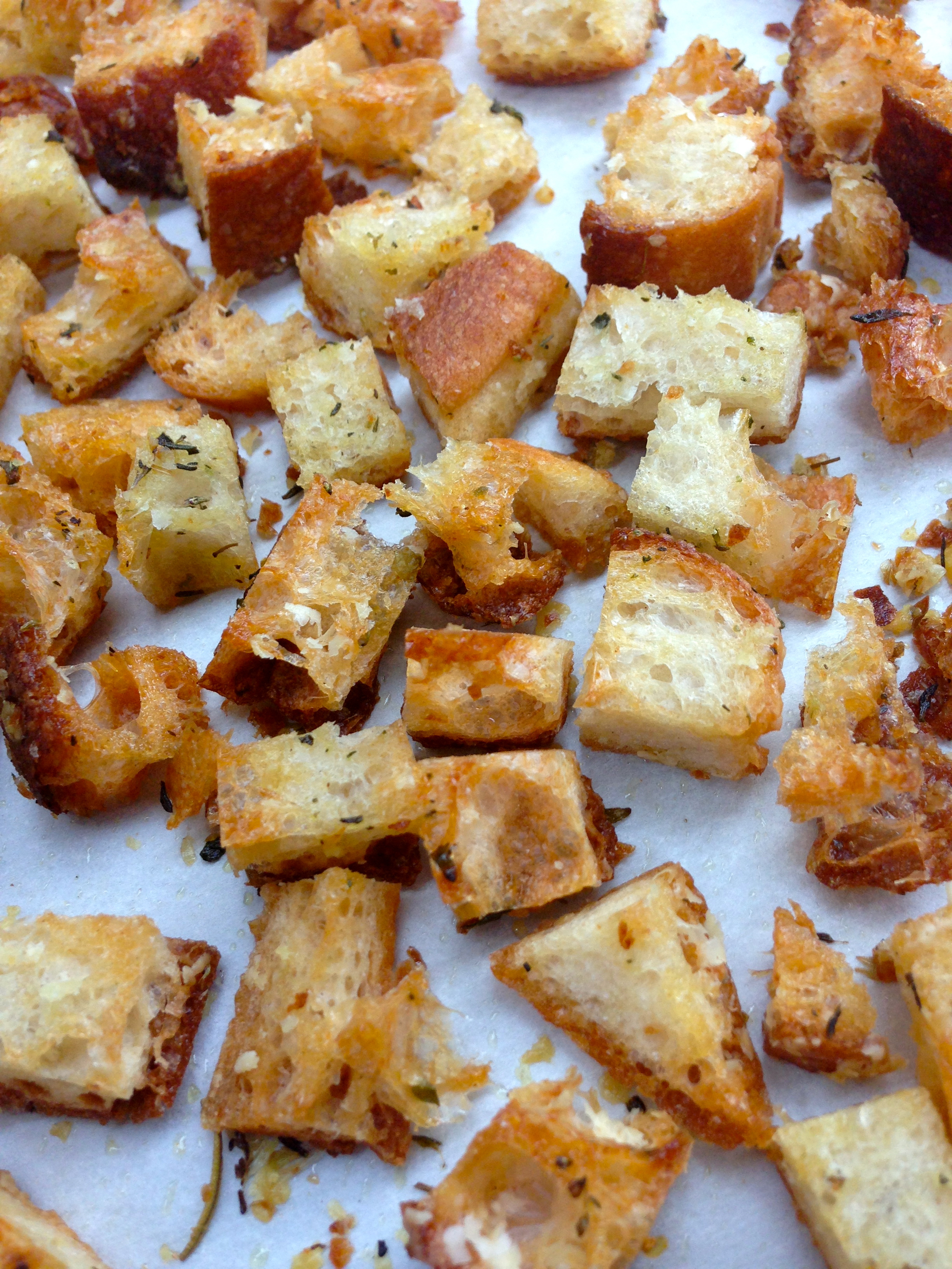 Homemade herb croutons via Kitchen Nomad